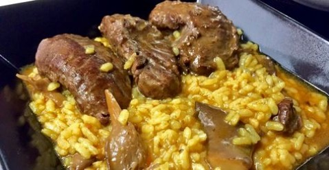 Arroz con carrilleras y setas
